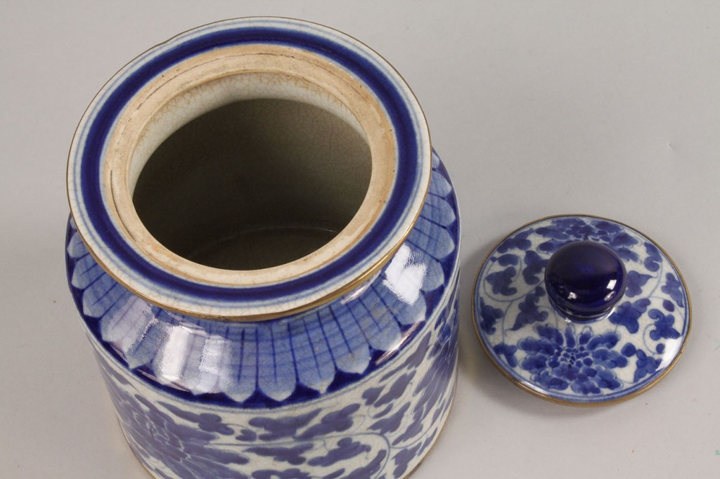 Lot 439: Chinese Covered Jar and Diamond shaped tray