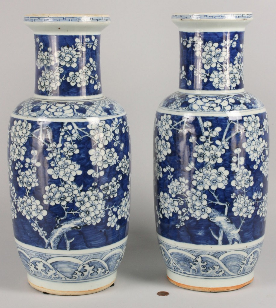 Lot 444: Pair of Chinese Vases, Hawthorne Pattern