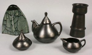 Lot 490: Pigeon Forge Pottery Douglas Ferguson signed lot