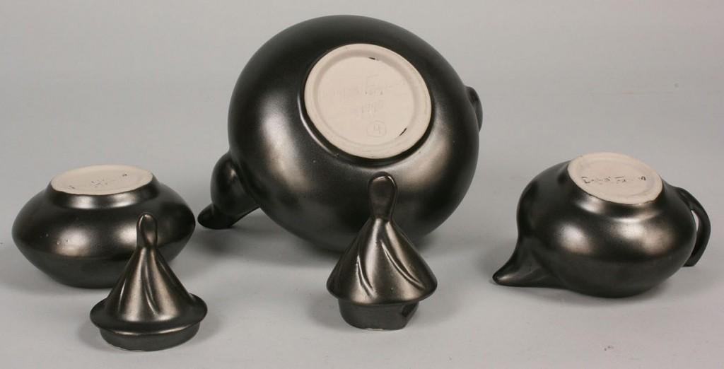 Lot 490: Pigeon Forge Pottery Douglas Ferguson signed lot