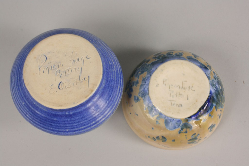Lot 493: Pigeon Forge jars and candle holder, 5 signed pcs