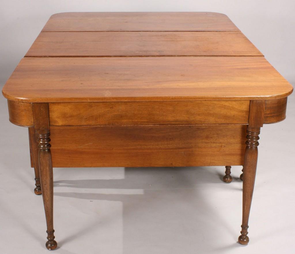 Lot 49: Sheraton style Mahogany Banquet Table