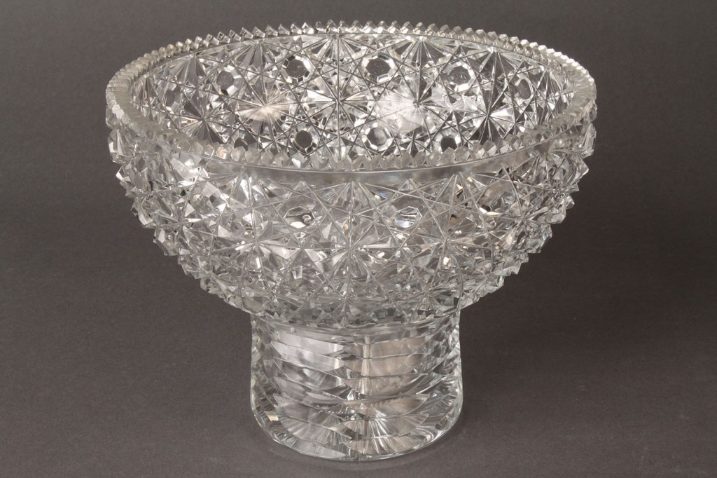 Lot 564: Lot of 2 Glass Items, Decanter & Bowl