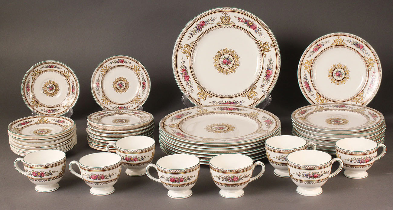 Lot 572 wedgewood china columbia pattern service for 8 Wedgewood designs