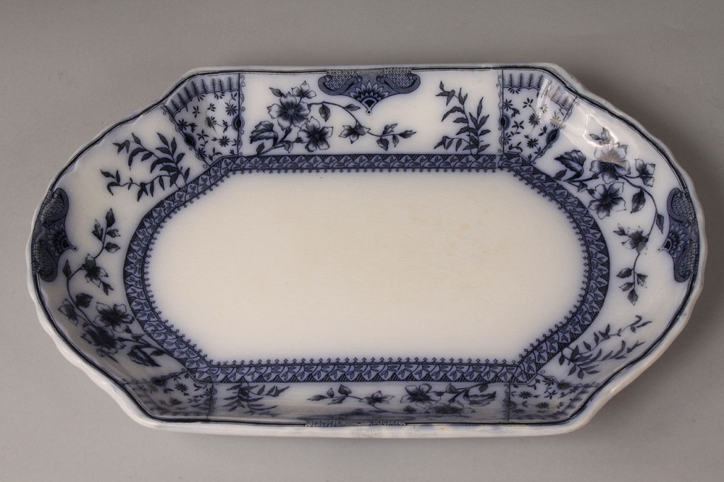 Lot 576: Assorted Flow Blue and Staffordshire Plates, 75 pi
