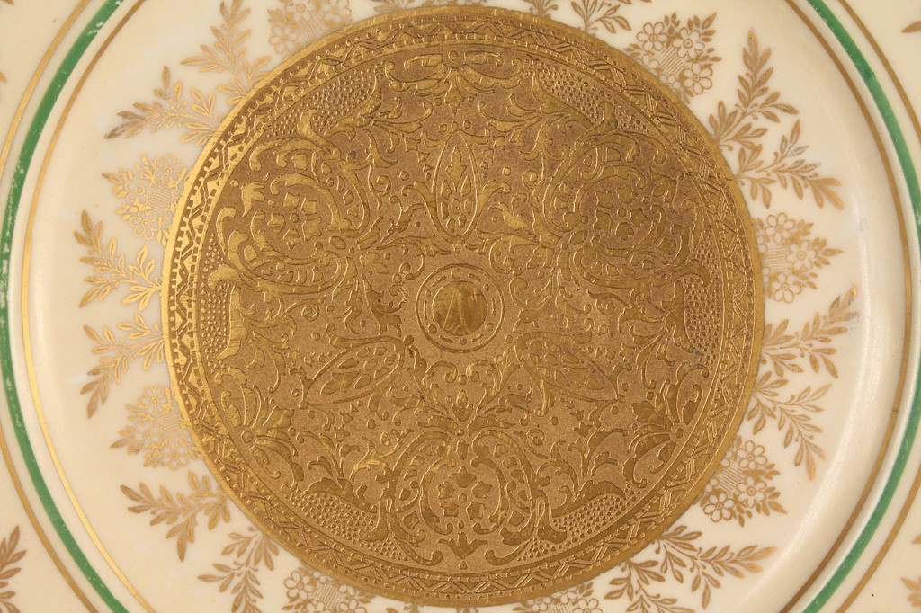 Lot 577: Royal Bavarian gold service plates (8)