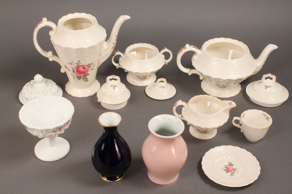 Lot 579: Assorted Porcelain and glass lot