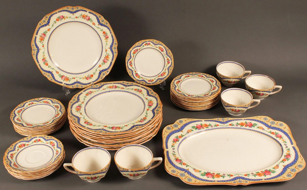 Lot 581: Crown Ducal dinnerware, 42 pcs