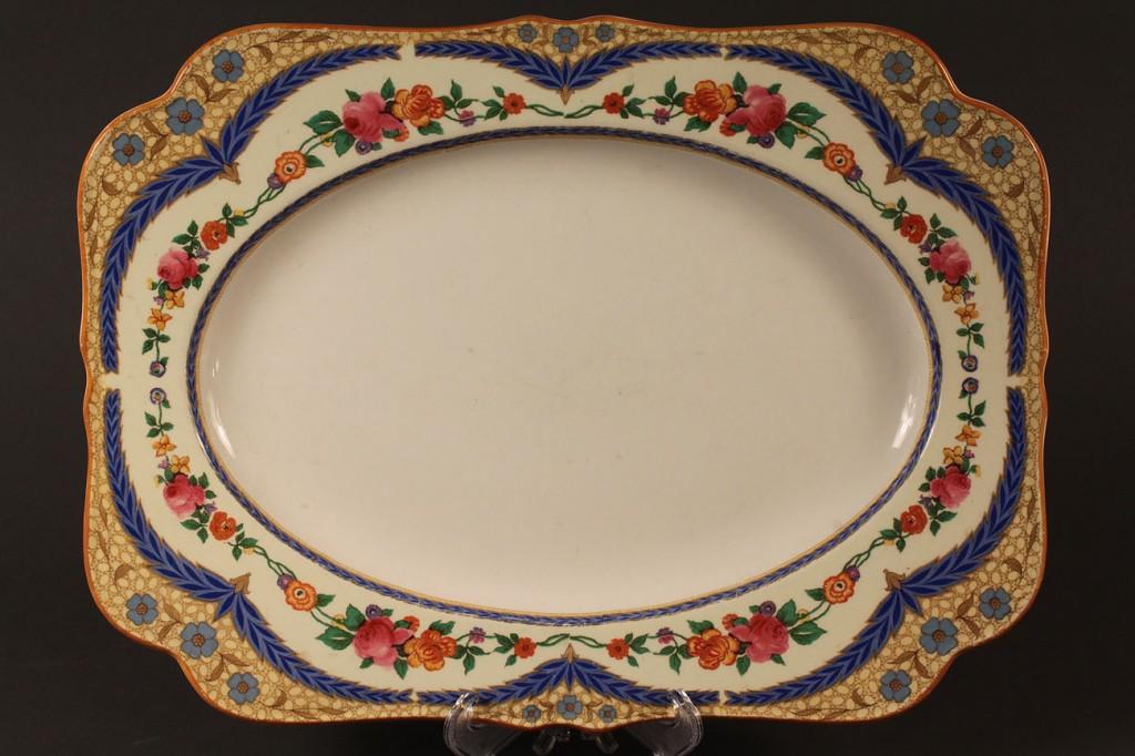 Lot 581: Crown Ducal dinnerware, 42 pcs