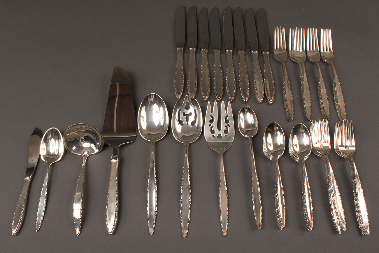 "604: Lunt ""Lace Point"" sterling silver flatware 45 pcs"