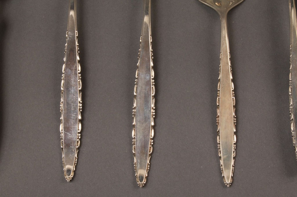 "Lot 604: Lunt ""Lace Point"" sterling silver flatware 45 pcs"