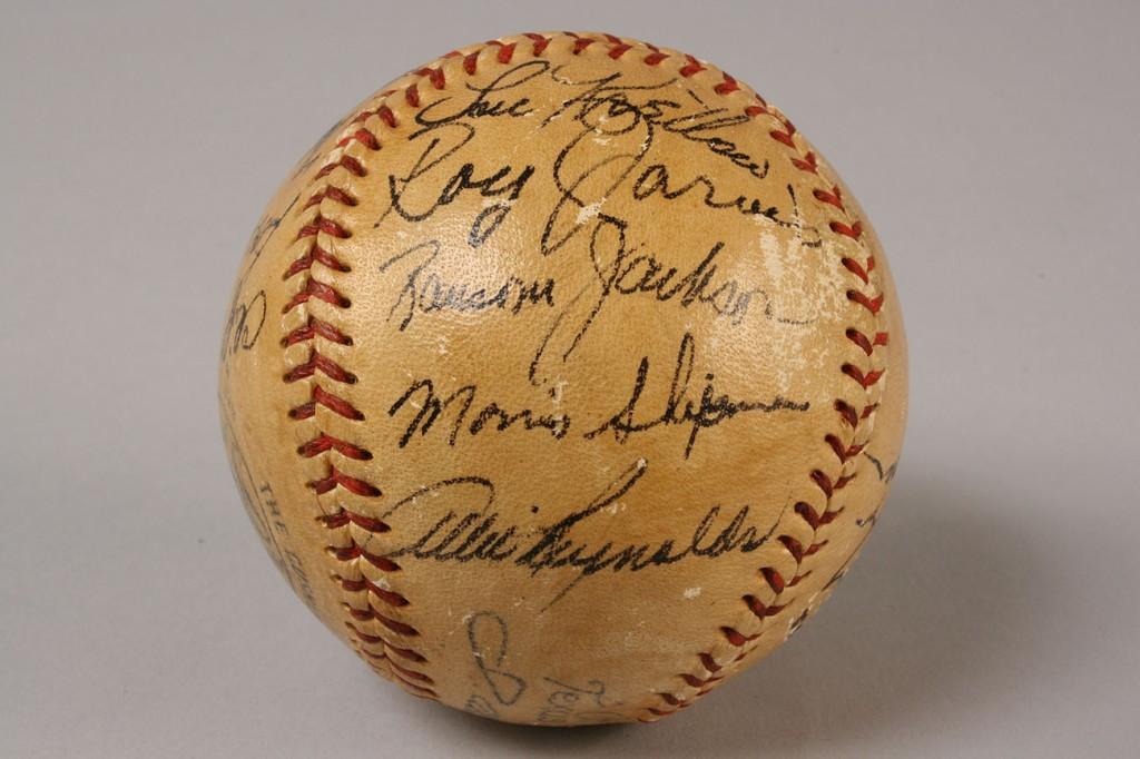 Lot 645: Mickey Mantle Signed Baseball