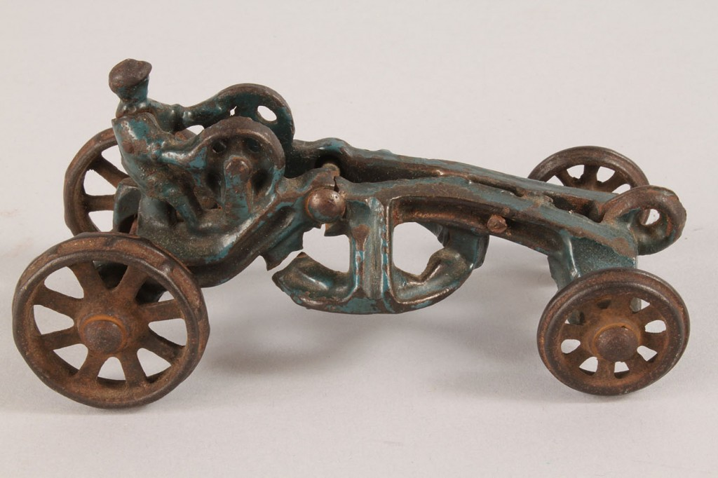 Lot 658: Lot of 3 Toys
