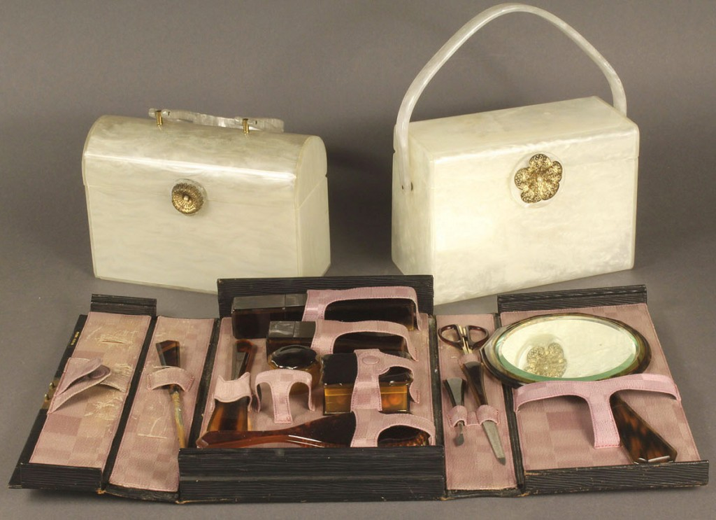 Lot 680: Lot of 3 Vintage Lucite Items