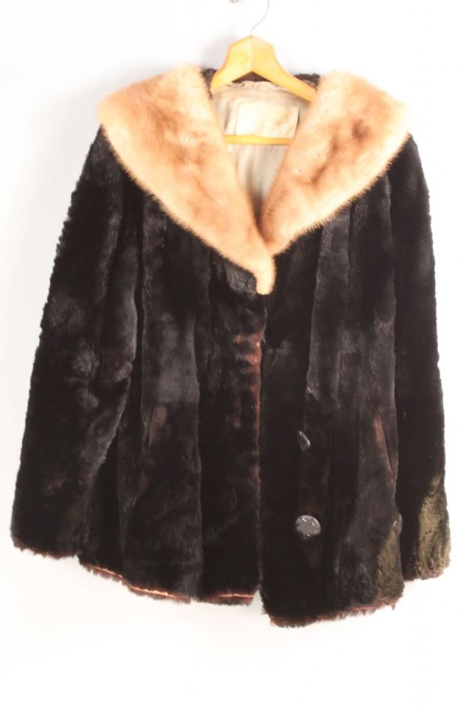 Lot 684: Vintage ladies fur items, lot of 5