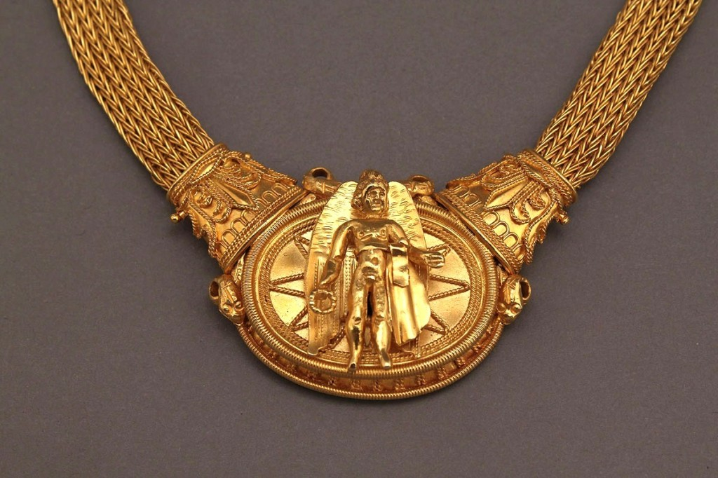 Lot 155: 18K & 22K Greek classical style necklace