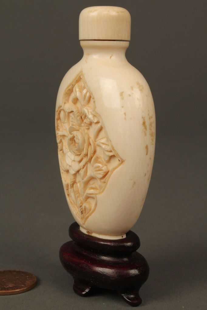 Lot 17: Carved and painted ivory snuff bottle