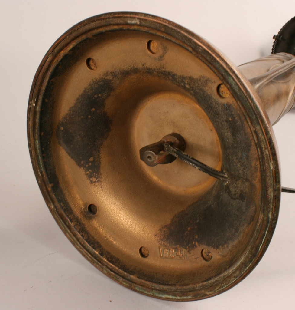 Lot 225: Handel Type Leaded Glass Table Lamp