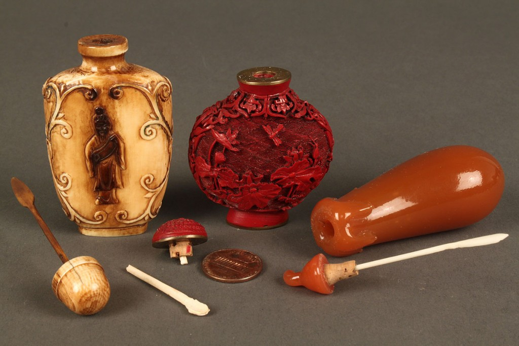 Lot 233: 3 Chinese snuff bottles: hardstone, cinnabar, ivor