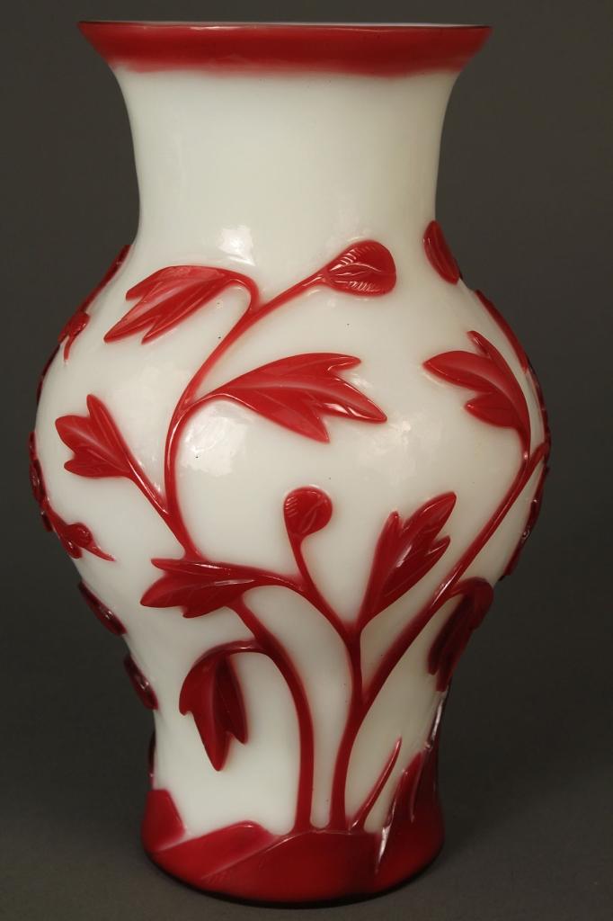 Lot 237: Chinese Peking glass vase