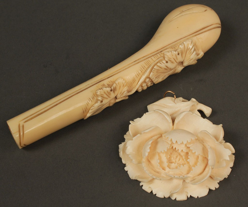 Lot 24: Lot of 6 carved ivory, bone and walrus items