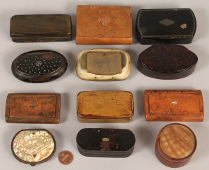 Lot 266: Eleven assorted snuff boxes