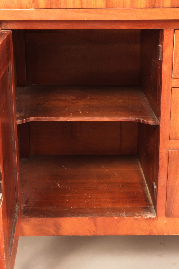 Lot 296: Sheraton Mahogany Butler's Sideboard/Desk