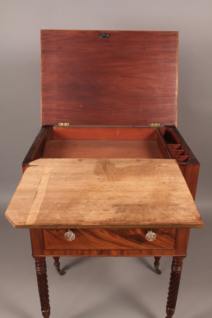 Lot 297: Mid-Atlantic Lift Top Sewing Table