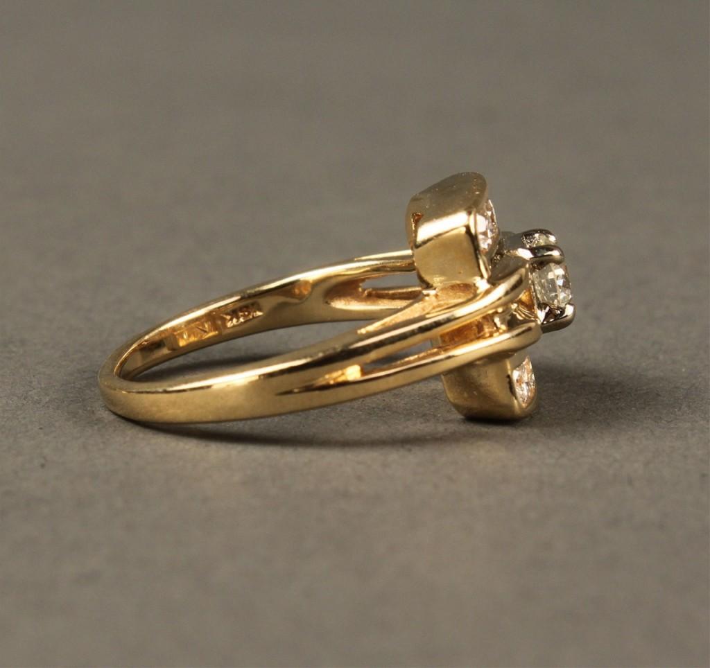 Lot 384: 18K Diamond Fashion Ring