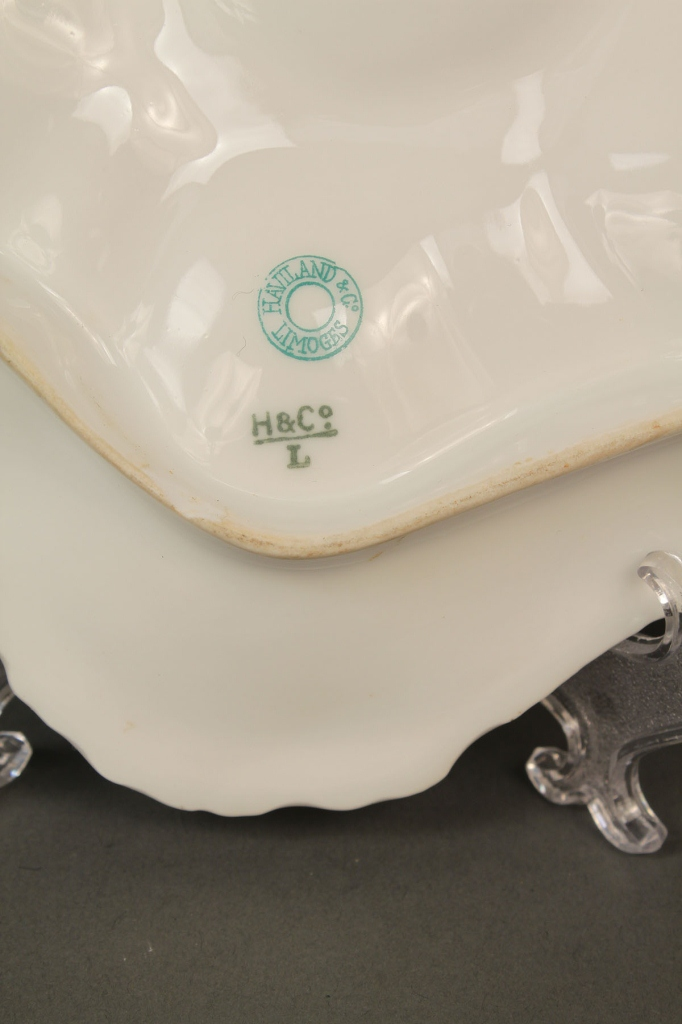 Lot 399: Six porcelain oyster and bone plates