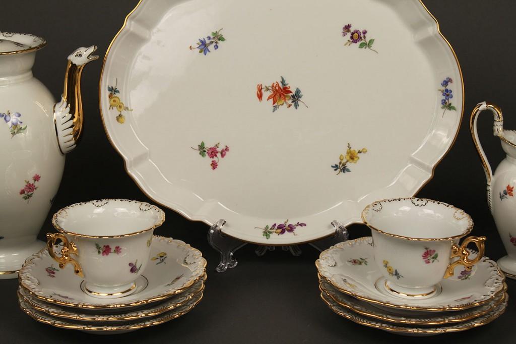 Lot 404: Meissen Porcelain 16 Piece Coffee Service