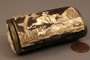 Lot 421: Small horn trinket or snuff box