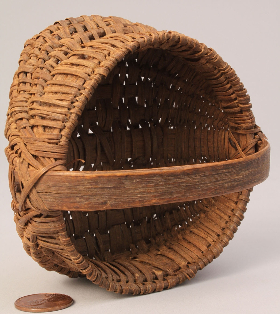Lot 49: NC Miniature Splint Oak Buttocks Basket