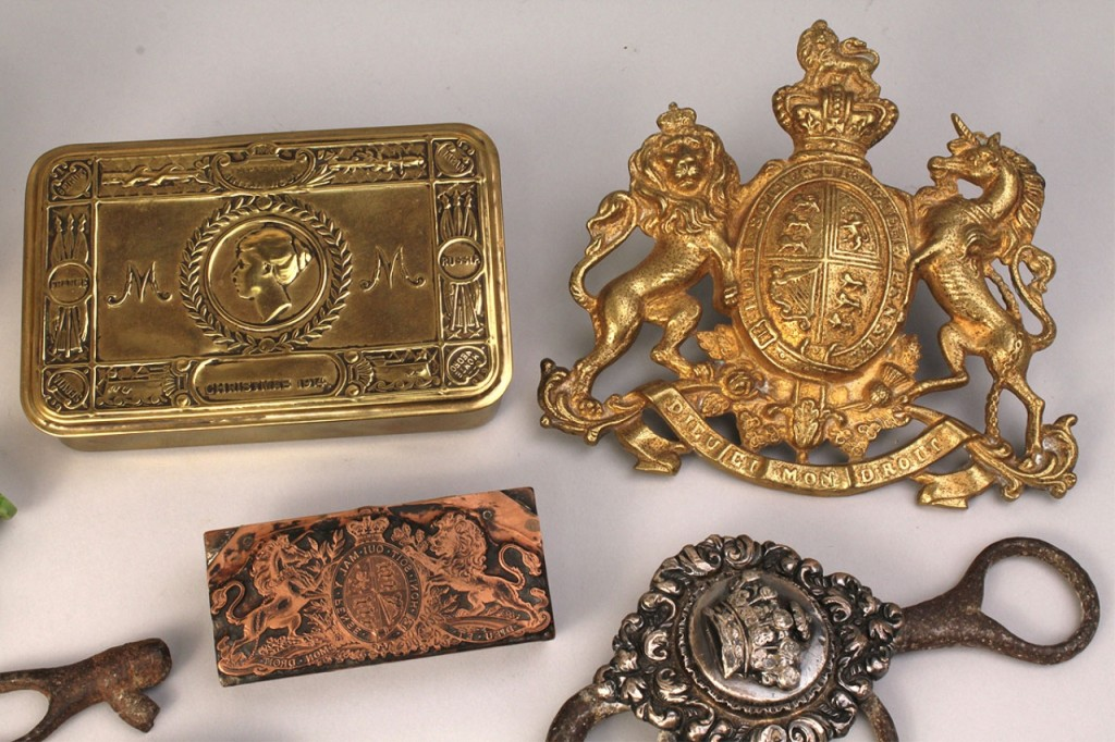 Lot 514: Ten assorted Military related items, European