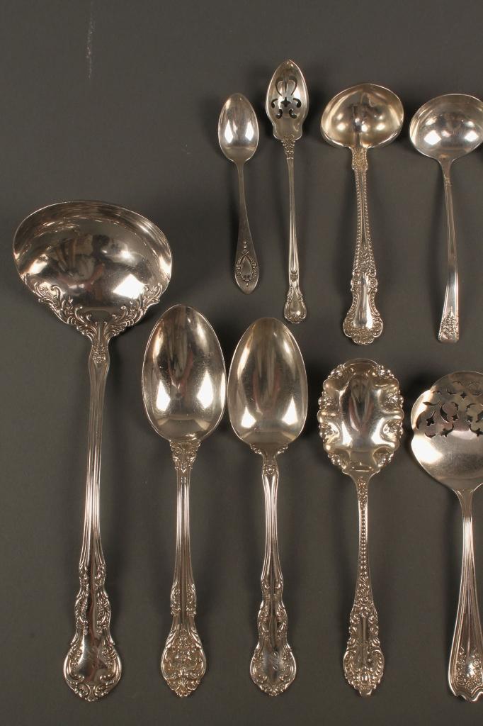 Lot 536: 16 pcs assorted sterling flatware, plus 2 silverpl