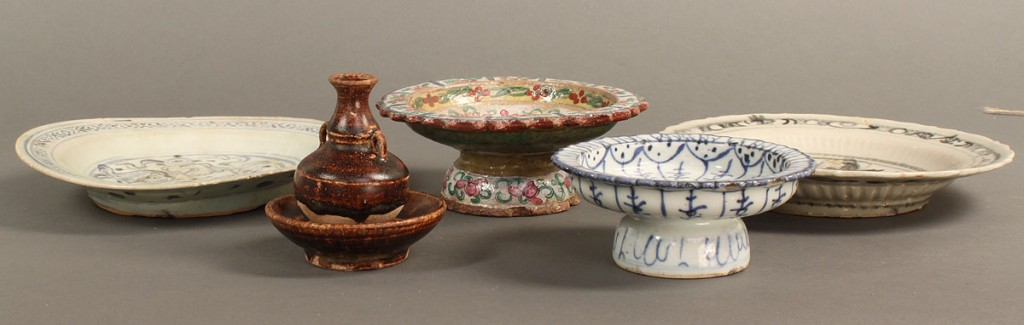 Lot 622: Lot of 5 Chinese ceramic items