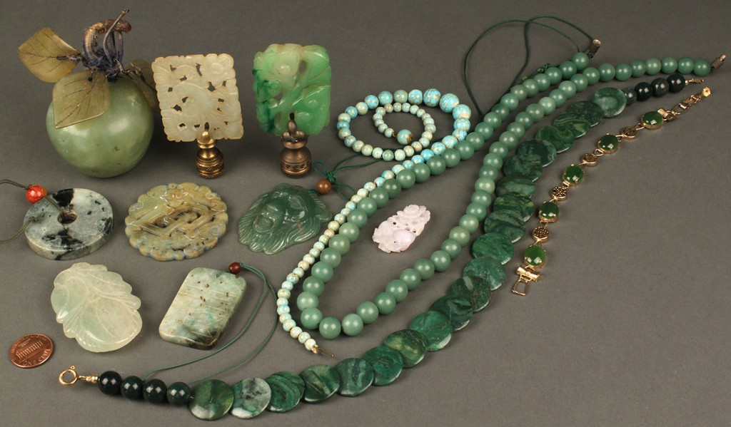 Lot 623: Lot of Decorative & Jewelry Items: jade, soapstone