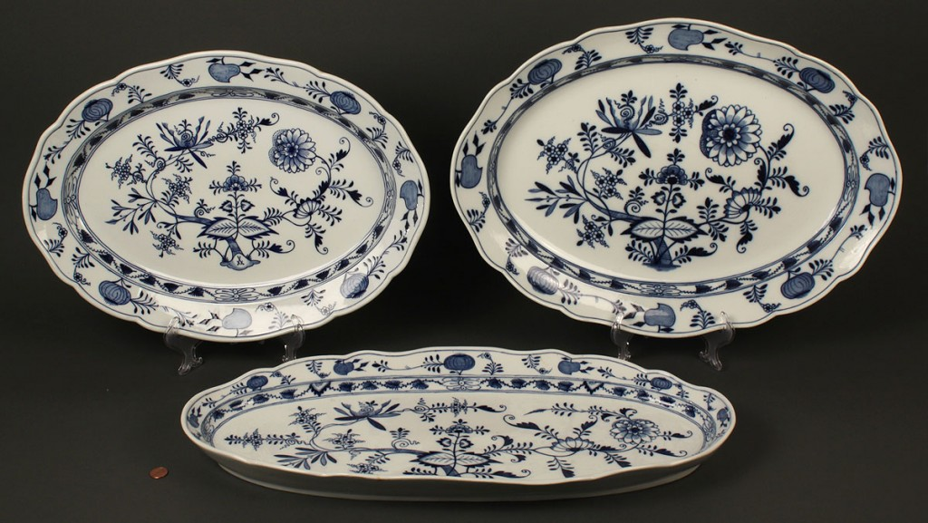 Lot 652: Meissen Porcelain Blue Onion Platters, 3 total