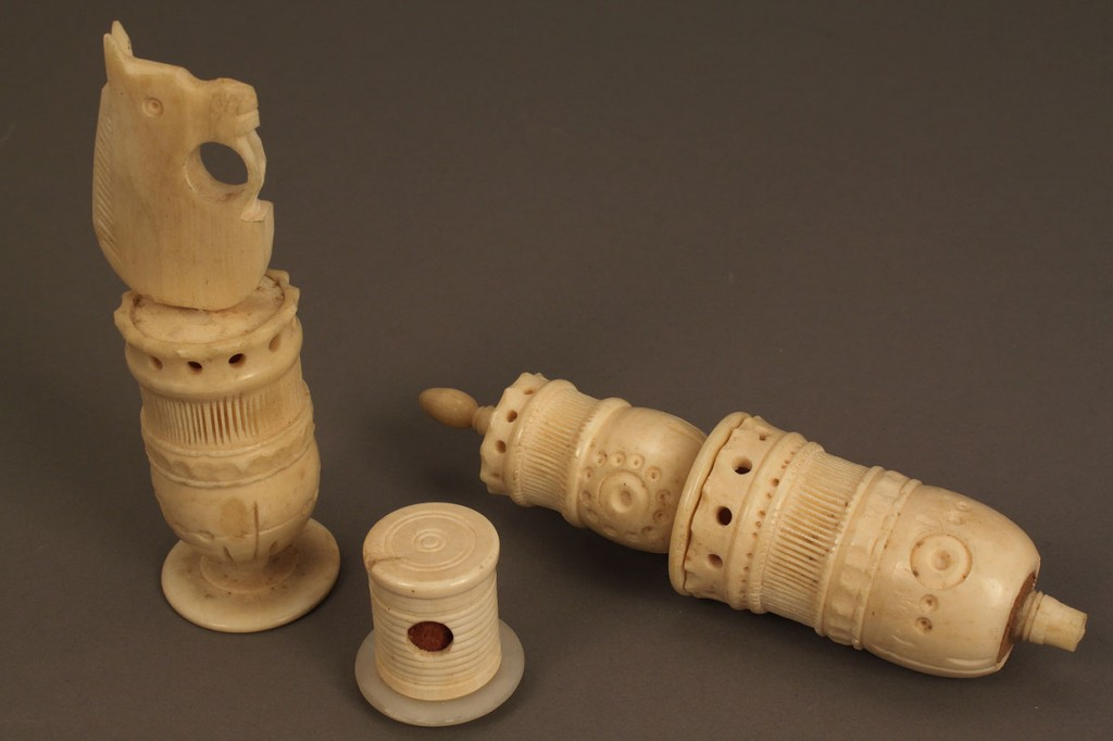 Lot 658: Collection of Ivory Sewing Notions, 25 pcs