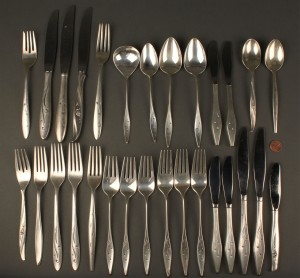 Lot 717: Sterling silver flatware, mid-20th c., 29 pcs.
