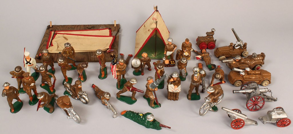 Lot 731: WWI & II toy soldiers and tents, Manoil Barclay
