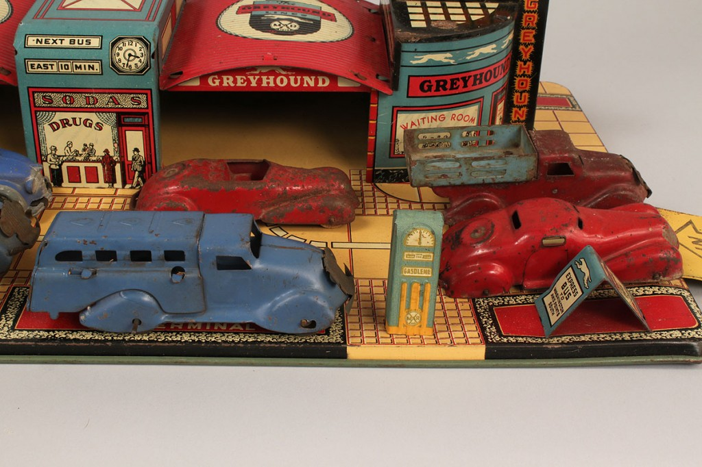 Lot 733: Marx Tin Litho Greyhound Bus Terminal Toy