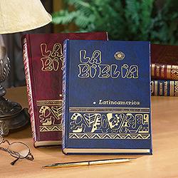 Hardcover La Biblia Latinoamerica - Spanish Bible