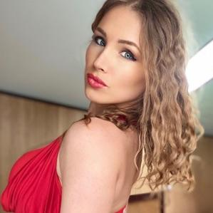 Celeb TV | Watch loonascandi videos and photos. Chat LIVE