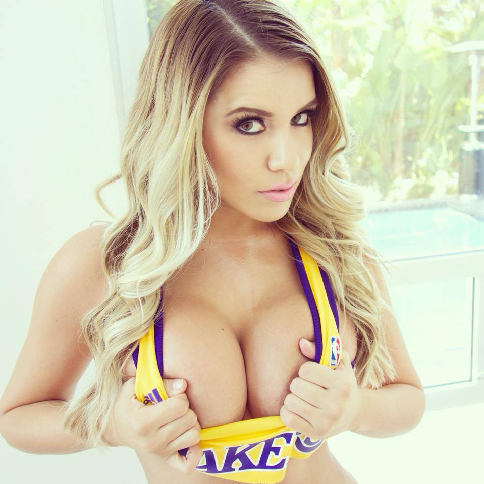 12 Jaw Dropping Reasons The Lakers Have The Hottest Fans