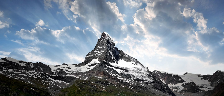e87fccd9a1e Viajando acima dos picos mais altos dos Alpes Suíços