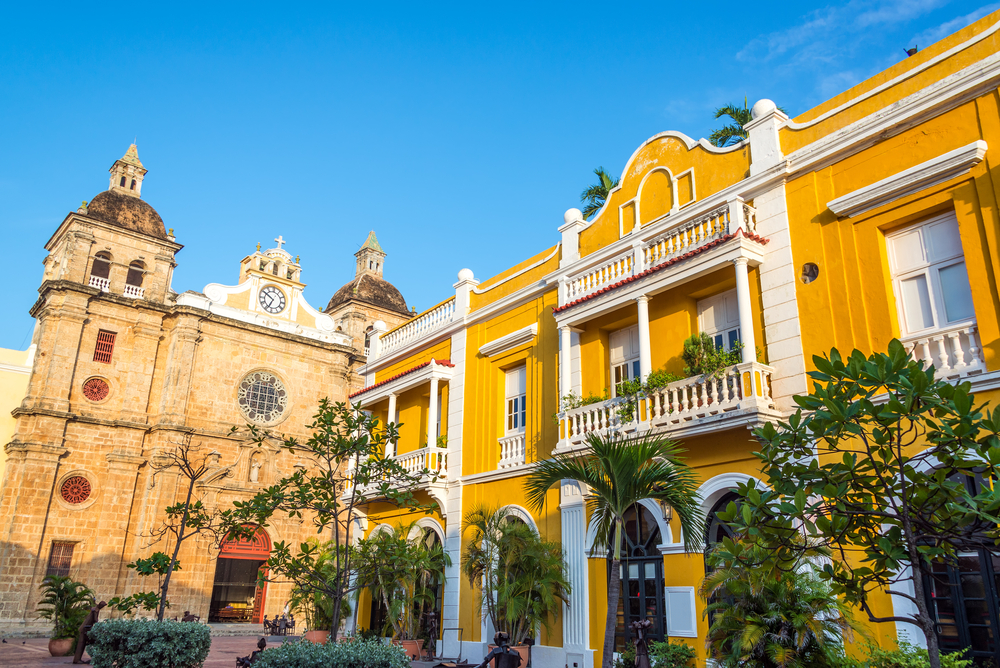Café San Pedro e Igreja San Pedro Claver - Foto por Jess Kraft / Shutterstock