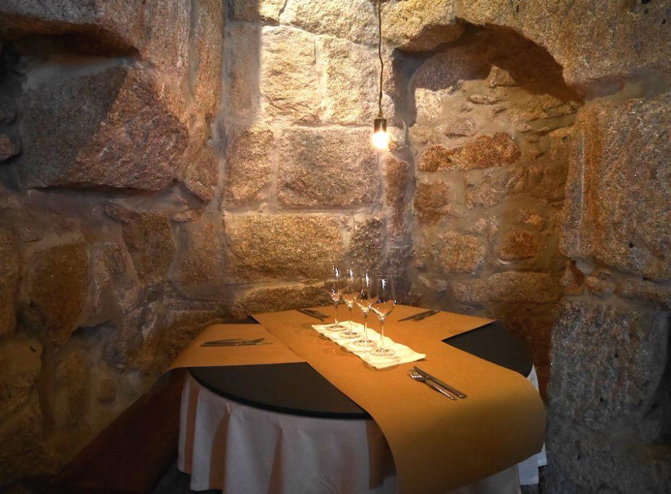 Detalhe do pequeno salão do restaurante Flor dos Congregados. Foto: Gaía Passarelli