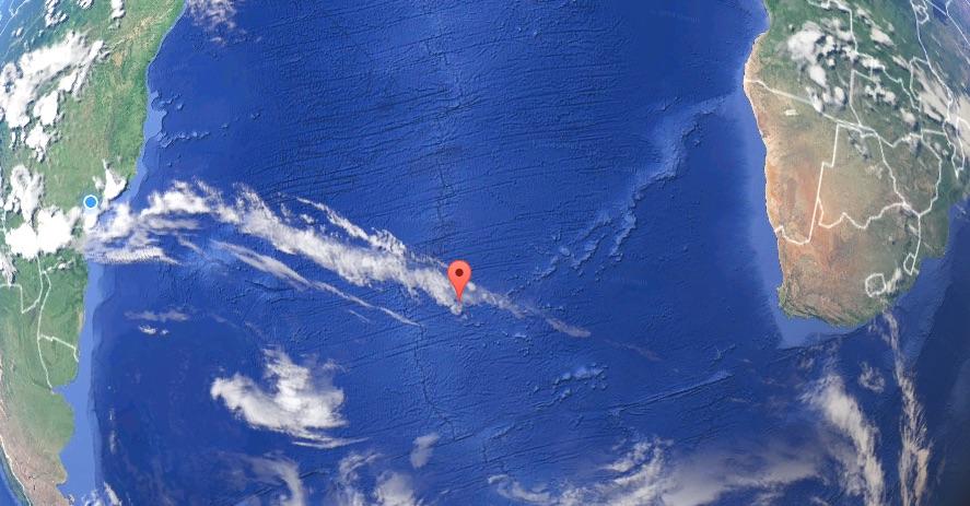 Um pontinho entre dois continentes. Fonte: GoogleMap.