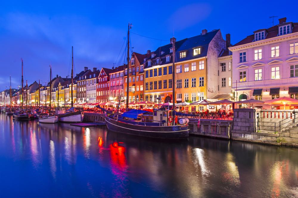 Nyhavn Canal - Foto por Sean Pavone/Shutterstock